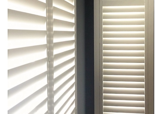 Hidden Tilt Rod Plantation Shutters