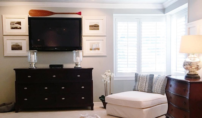Bedroom with shutters and oar over tv